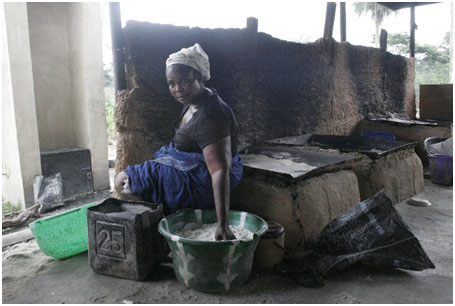 Women frying fufu in a smoke-reduced fryer, Shagari, Ondo State, Nigeria